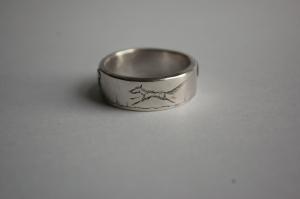 D ring running wolf